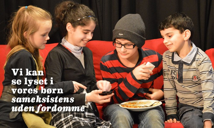 Børn fra forskellige trosretninger til Interfaith-fejring