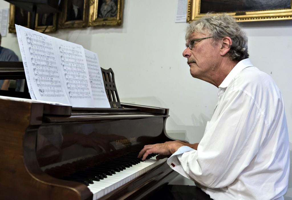 Ander Koppel ved klaveret