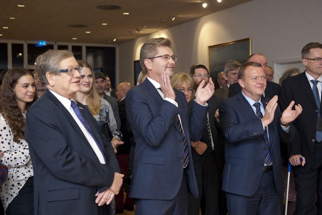 KLappende gæster. I forgrunden Israels ambassadør Barukh Binah overborgmester Frank Jensen og Statsminister Lars Løkke Rasmussen