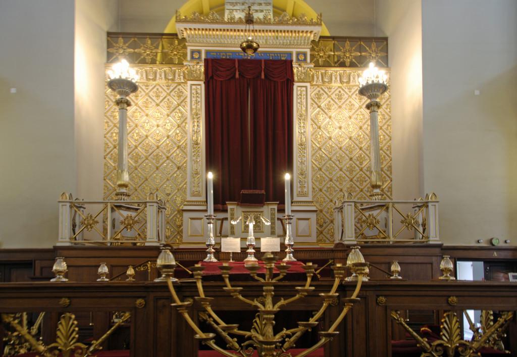 Synagogen set indefra op mod Torahskabet