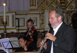 Henrik Goldschmidt i samspil med strygere fra Det Kongelige Kapel