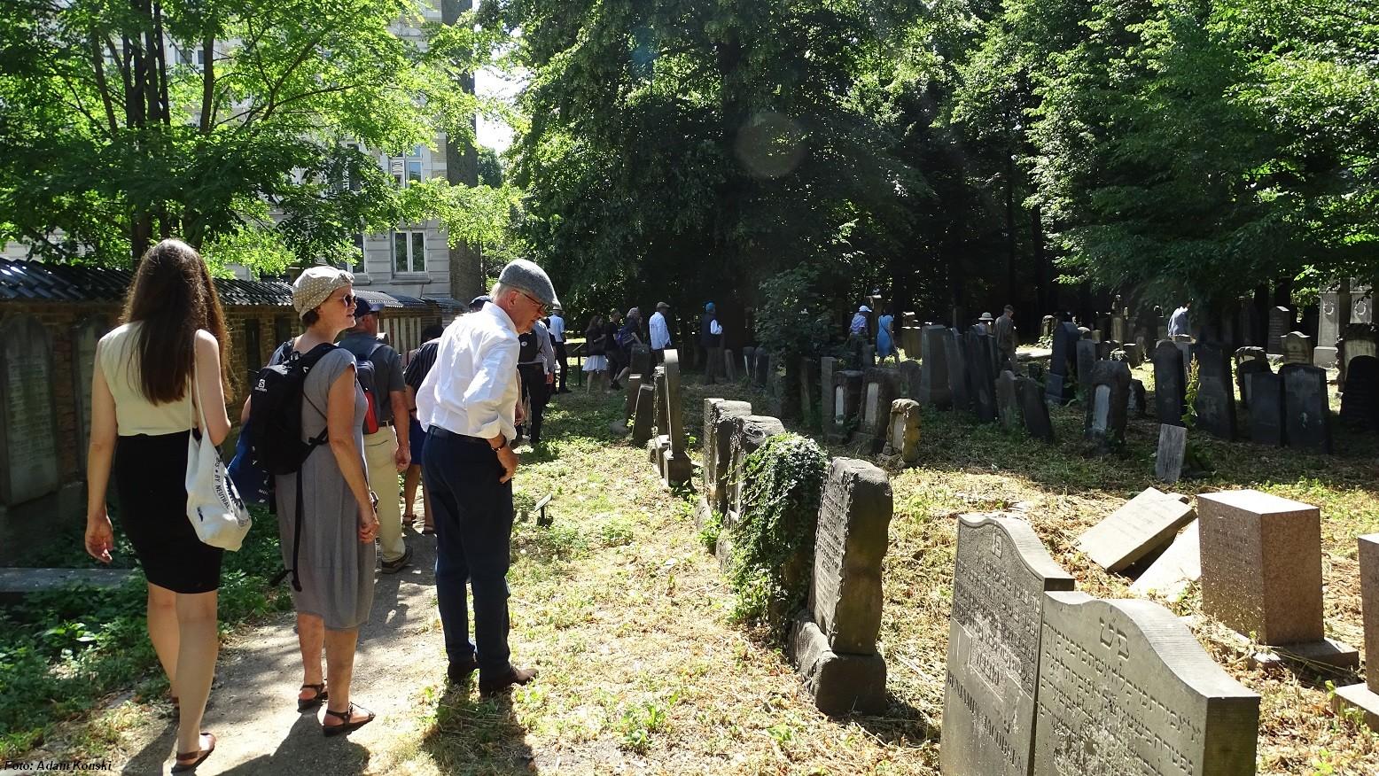 Rundvisning af Erik Henriques Bing den 8. juni på Mosaisk nordre Begravelsesplads i Møllegade.